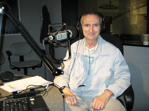 Photo of William Puckett During Show at Studios of KKNW in Bellevue, Washington on August 22, 2010.