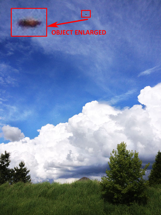 STRANGE OBJECT & ENLARGEMENT. OBJECT WAS LATER FOUND IN PHOTO BACKGROUND. width=