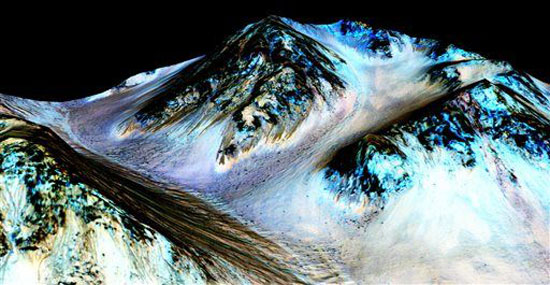 UNDATED NASA PHOTO SHOWING LIQUID WATER ON MARS.