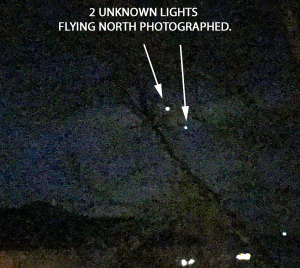 2 UNKNOWN LIGHTS FLYING NORTH PHOTOGRAPHED.